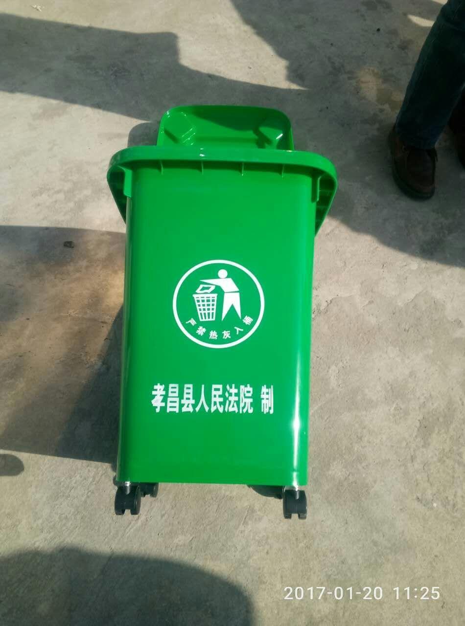 孝昌法院向帮扶村捐赠垃圾桶助力美丽乡村建设图片